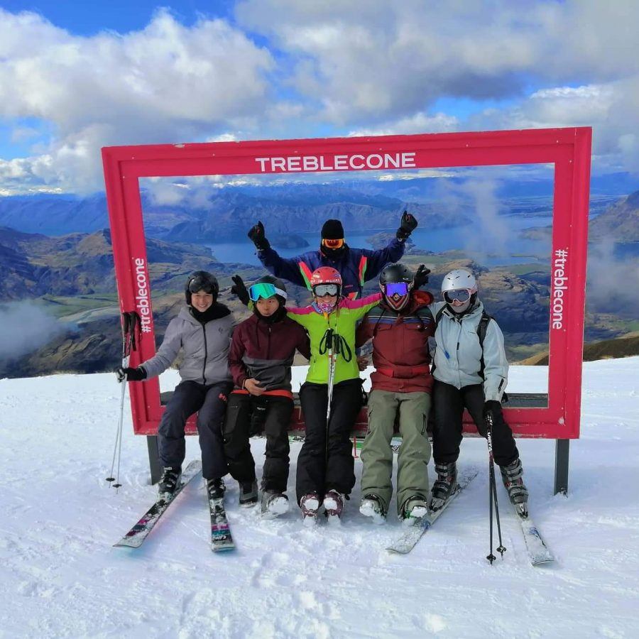 Ski in Treble Cone with friends